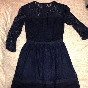 super cute navy blue hoco dress with lace details
